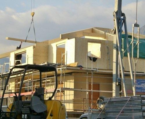 sopraelevazione di edificio residenziale